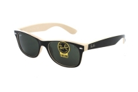Ray-Ban New Wayfarer RB 2132 875 Sonnenbrille in top black on beige